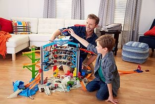Hot Wheels® Ultimate Auto Garage by Mattel